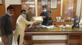 """সিলেট ম্যাটস"""" এর পক্ষ থেকে পুলিশ সুপার মোঃ ফরিদ উদ্দিনের নিকট করোনা স্বাস্থ্য সুরক্ষা সরঞ্জাম প্রদান।"""