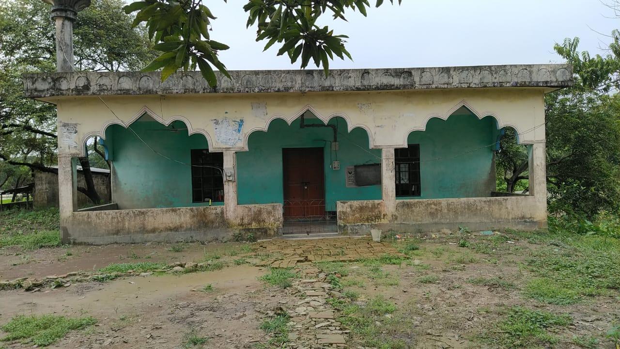 সিরাজপুর কালিগাঁও মাঝপাড়া জামে মসজিদের দেয়ালে ফাটল, আতঙ্কে মুসল্লিরা